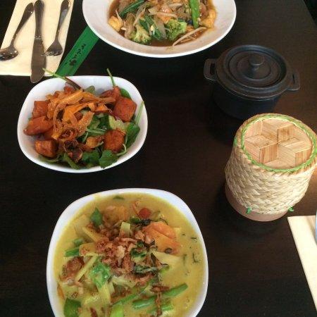 Khao Asian Street Food: Tasty vegan options, quick service and good value!