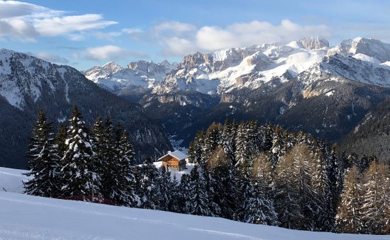 Dolomites Inn: Out skiing