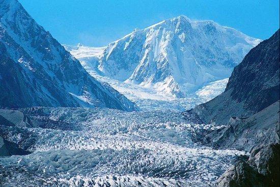 Pasu, باكستان: Passu Glacier and Passu Peak