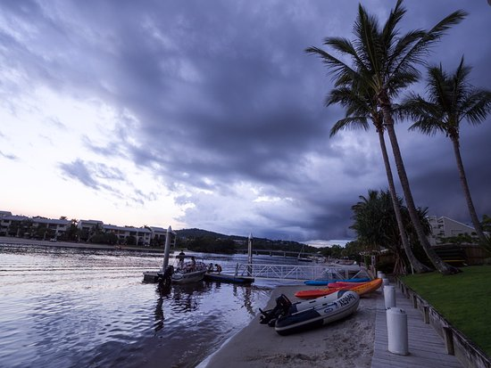Noosa Pacific Riverfront Resort: Taken from the front of the apartment block