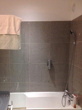 bagno con doccia picture of la maison blanche juan les pins tripadvisor. Black Bedroom Furniture Sets. Home Design Ideas