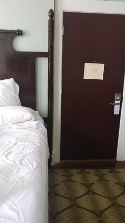 Andrew Pinckney Inn: Room 101. No room for a nightstand. No reading light.