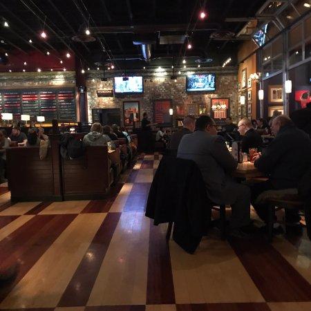 BJ's Restaurant & Brewhouse: photo0.jpg