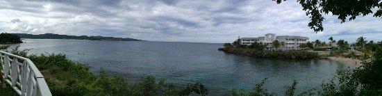 Grand Palladium Jamaica Resort & Spa: Vista dalla cappelletta con a destra la spiaggia Coral Beach per soli adulti