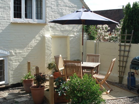 Bidford-on-Avon, UK: Self catering cottage decking area