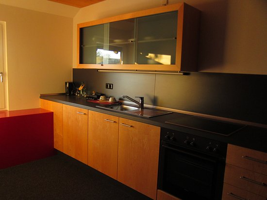 Kühlschrank Schloss : Küche mit herd und kühlschrank im appartment bild von hotel