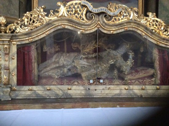 St. Emmeram Church: Some great old tombs but a bit eerie