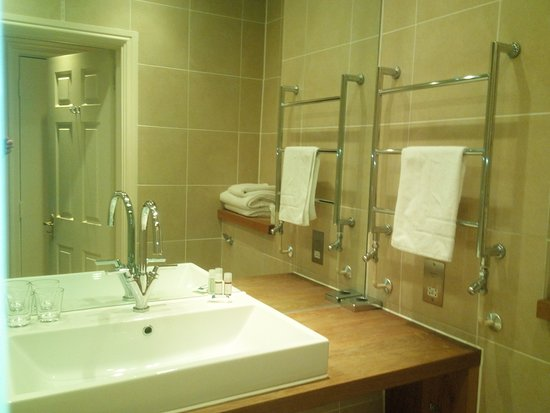 Beckington, UK: Clever use of mirrors - above the shower aswell!