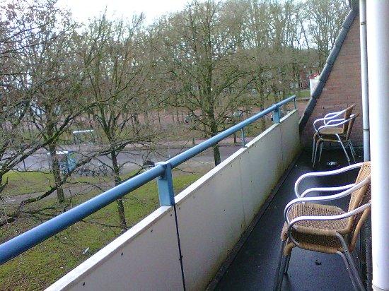 Zuidlaren, Países Baixos: Shared smoker's balcony