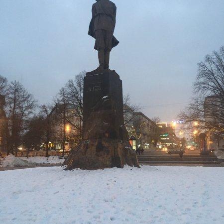 Gorky Statue: photo0.jpg