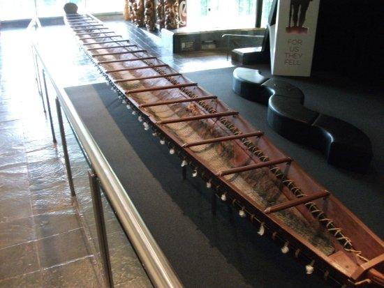 Waikato Museum: Maori canoe
