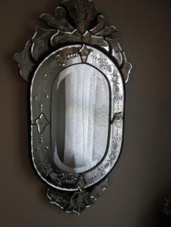 Boot Hill Bed & Breakfast: mirror