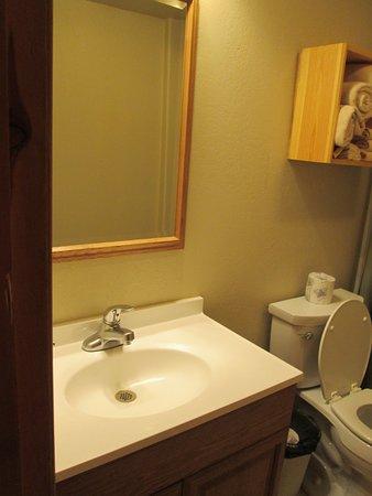 Powder House Lodge : average. Didnt provide shampoo