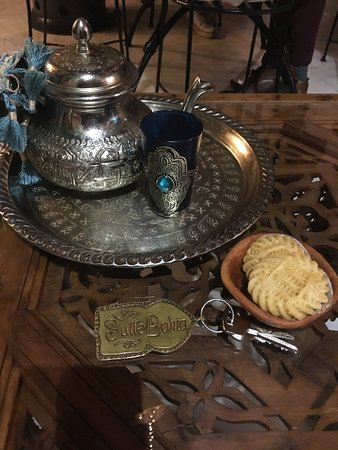 Riad Marhaba : Hot mint tea and cookies upon our arrival
