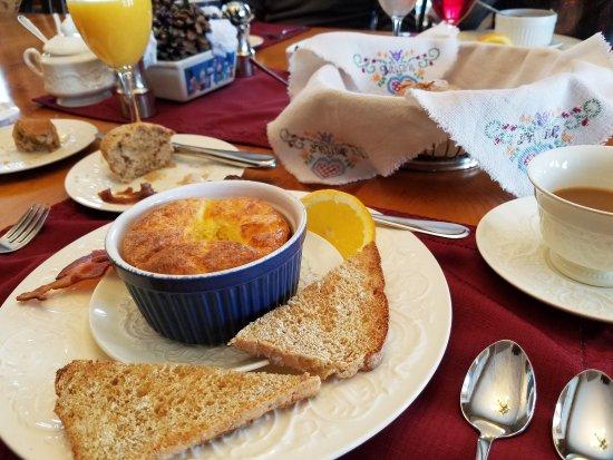 Fitch Hill Inn : breakfast, breakfast, breakfast!!!