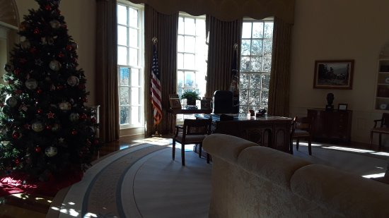 bush oval office. The George W. Bush Presidential Library And Museum: Exact Replica Of GW Bush\u0027s Oval Office