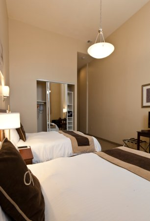 pointe plaza hotel brooklyn new york reviews. Black Bedroom Furniture Sets. Home Design Ideas
