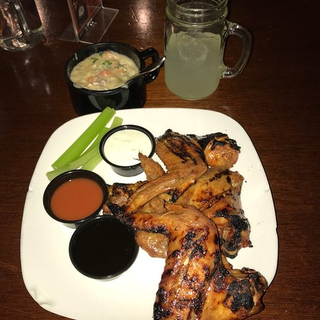 Exton, Pensylwania: Best wings ever. So much meat!