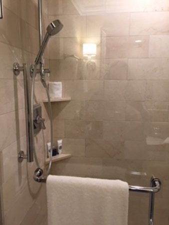Boston Harbor Hotel : Our shower - two shower heads (rain and hand held)