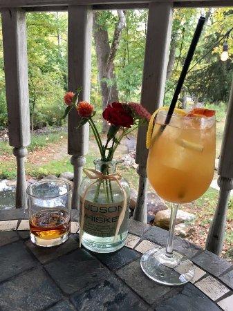 Gardiner, نيويورك: Drinks at the restaurant attached to the distillery