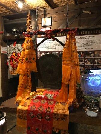 Domo Restaurant: Good Luck Gong