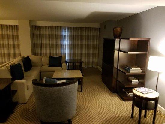 The Westshore Grand, A Tribute Portfolio Hotel, Tampa: Presidential Suite living area