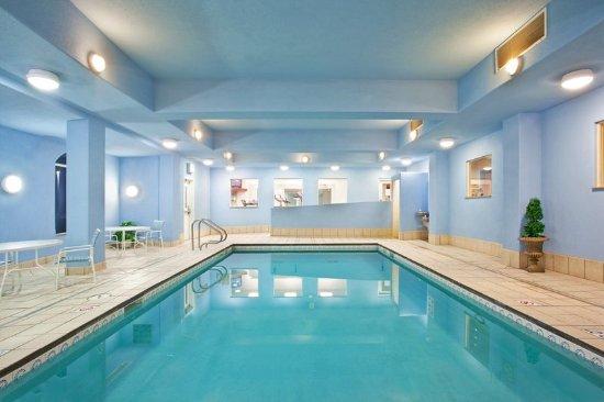 Loves Park, IL: Pool