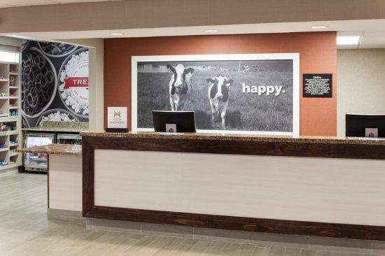 Hampton Inn & Suites Dothan: Lobby