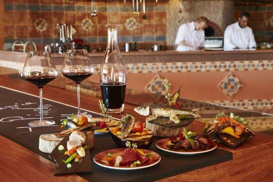เคมพินสกี โฮเทล โซมาเบย์: Restaurant