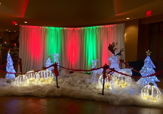 Embassy Suites by Hilton Loveland - Hotel, Spa and Conference Center: Christmas display