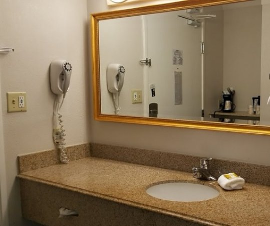 La Quinta Inn & Suites Chicago Gurnee Image