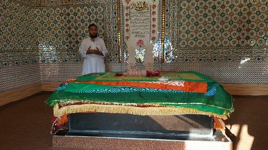 Pir Chinasi: The grave of the Saint Syed Hussain Shah Bukhari