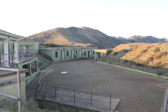 Golden Gate National Recreation Area: Neat historical site to tour around at the top of the hike