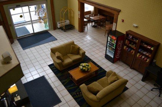 North Huntingdon, PA: Lobby