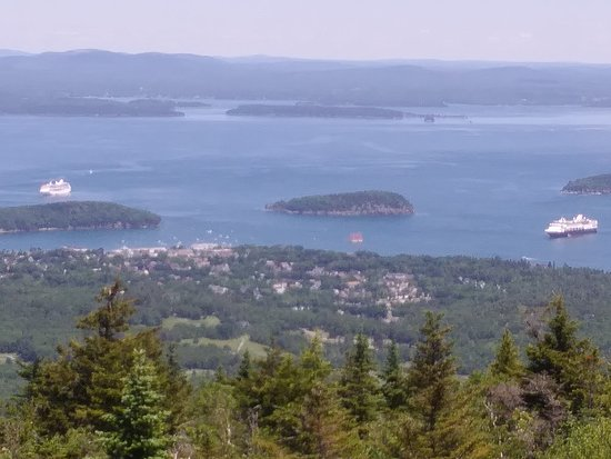 ‪‪Crystal Coach Limousine‬: View of the Cruise Ships and Bar Harbor from the top of Cadillac Mountain, in Acadia National Pa‬