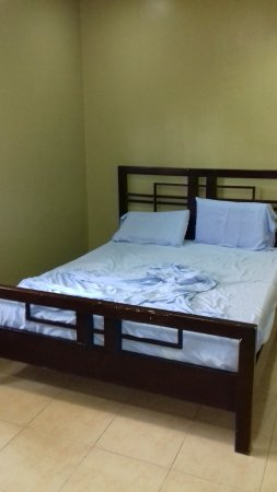 Casa Marcosa Bed & Breakfast: Bed could be bigger with better matress.