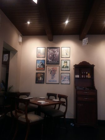English Tea House: Some wall paintings in dining area