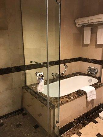 JW Marriott Cairo - Bath room