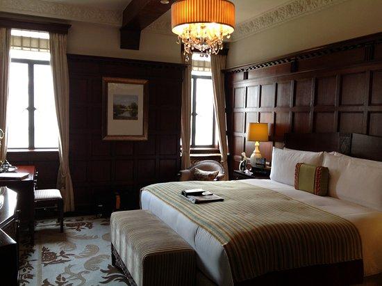 Bedroom English Suite Picture Of Fairmont Peace Hotel Shanghai Tripadvisor