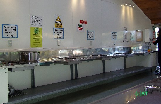 Miranda Holiday Park: Spacious kitchen