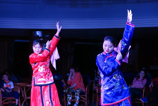 Chongqing, Kina: We were entertained on our last evening with lots of traditional stuff