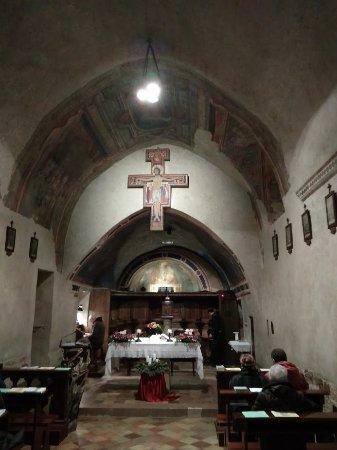 San Damiano: внутри церкви