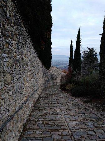 San Damiano: дорога к церкви