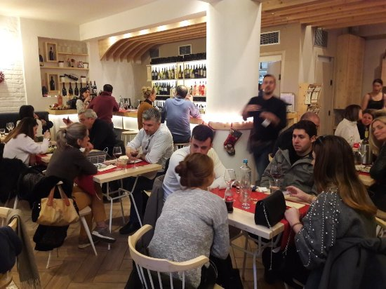 Vinsanto Wine Bar: ΧΡΟΝΙΑ ΠΟΛΛΑ