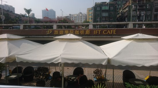 Pousada de Mong-Ha : The IFT Cafe at Nam Van lake