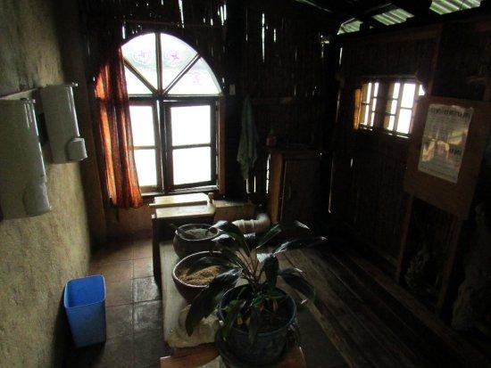 Nkhata Bay, Malawi: Compost toilet