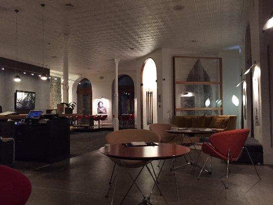 Hotel Gault: Reception, Restaurant, Lobby - alles in einem.