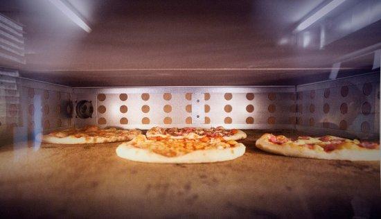 Horgen, สวิตเซอร์แลนด์: Ofenfrische dieci Pizze