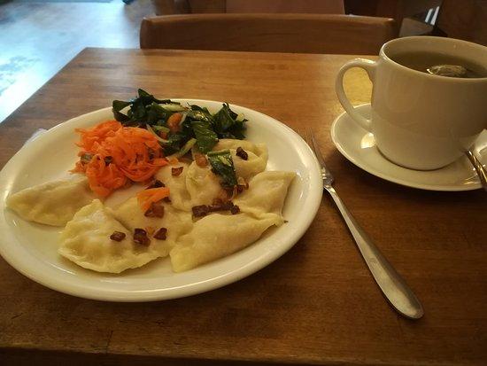 Glonojad : Perogies and tea