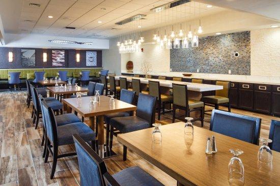Neenah, Ουισκόνσιν: LevelOne Resturaunt & Lounge open daily